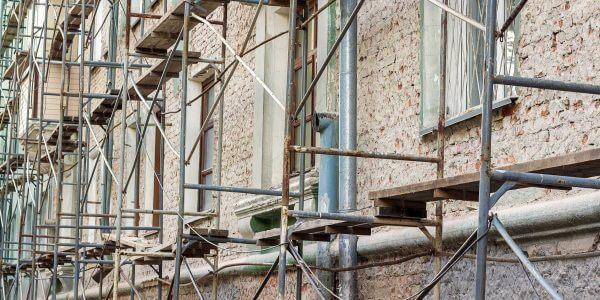 Edificio Andamiado Rehabilitación Fachada